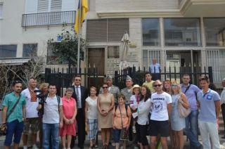 Церемония поднятия флага у посольства Украины в Израиле