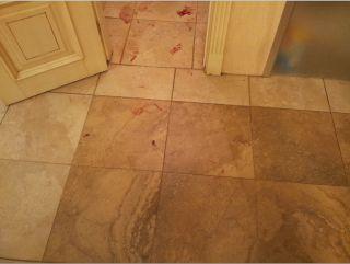 Следы крови потерпевшего на полу синагоги на Подоле, фото Гилеля Коэна